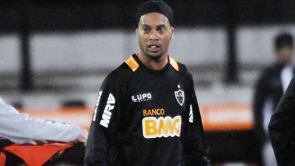 Ronaldinho declara en Paraguay tras ingresar con pasaporte falso