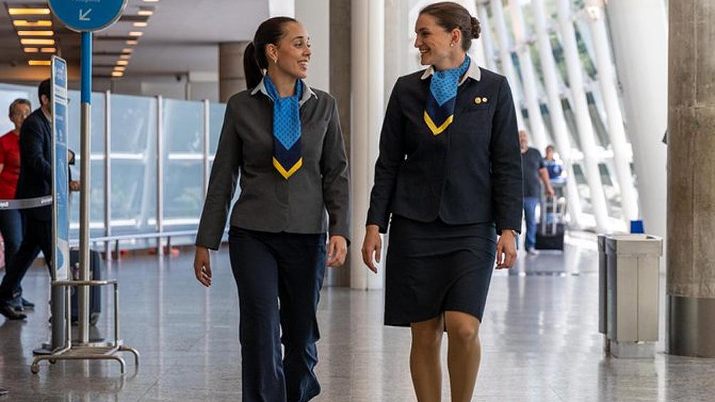 Aerolíneas anunció cambios en el código de vestimenta de las tripulantes de cabina