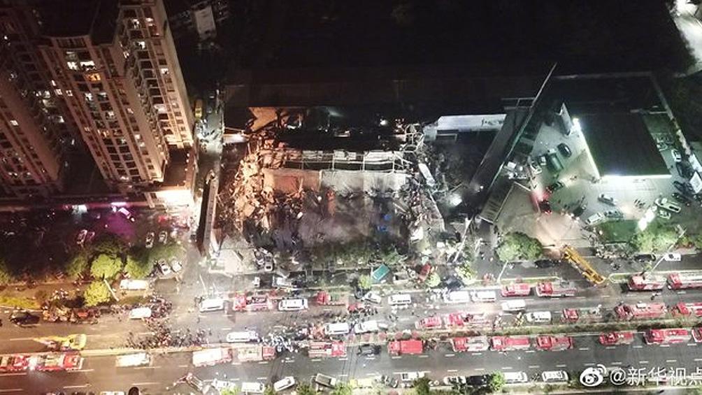 Ascienden a 10 los muertos por el derrumbe de un hotel con afectados por coronavirus