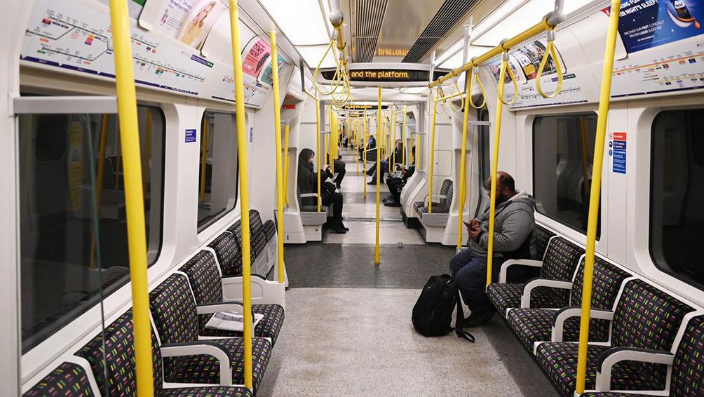 Londres restringe fuertemente el servicio de subterráneo y de autobuses