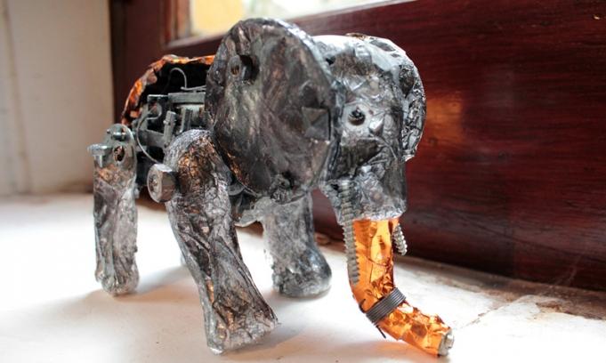 de juguetes electrónicos confeccionados con materiales reciclables