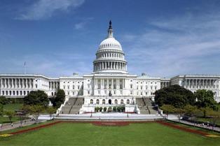 Media sanción en el Congreso para un adelanto para construir el muro y reforzar las FFAA
