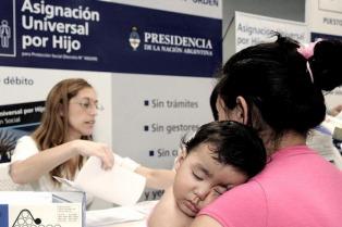 Ecolatina prevé que el gasto público alcance su nivel más bajo desde la incorporación de la AUH