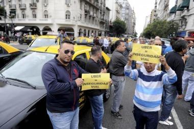 Taxistas porteños harán 10 protestas simultáneas contra UBER, pero sin cortar calles