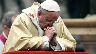 """El papa Francisco prometió """"tolerancia cero""""  por los abusos sexuales de sacerdores"""