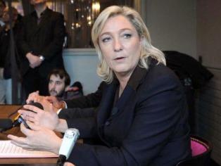 Le retiran los fueros a Marine Le Pen por difundir fotos del Isis