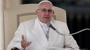 Francisco donó 100.000 dólares para las víctimas de las inundaciones