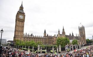 Cientos de mujeres reclamaron por la igualdad previo al Día de la Mujer