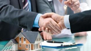 Mayores plazos a los tomadores de crédito hipotecario afectados por la suba del dólar