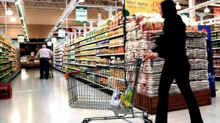Las ventas en los supermercados cayeron 1,7% y en los shopping 8,9% en abril