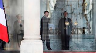 Macron se reunió con el general rebelde Hafter y le pidió una tregua en Libia