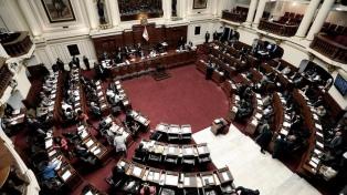 La líder de la Comisión de la Mujer en el Congreso peruano renunció tras justificar violencia de género