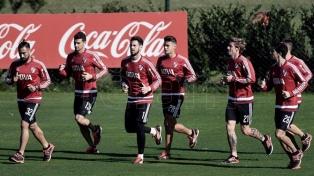 El plantel de Gallardo viaja con 27 jugadores a la pretemporada en Orlando