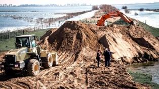 La lluvia obliga a suspender la reparación de las compuertas en la laguna de Trenque Lauquen