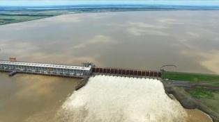 """Yacyretá advirtió por lluvias superiores """"a lo normal"""" en la cuenca del río Paraná"""