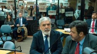 """De Vido dijo en una carta pública que no será un """"chivo expiatorio"""", y criticó a Gioja y a Bossio"""