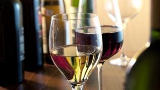Cornejo se reúne con Dujovne y Cabrera por el impuesto al vino