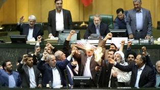 Europa y China buscan salvar el acuerdo con Irán tras el portazo de Trump