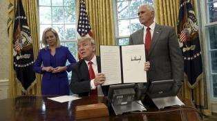 Bajo presión, Trump da marcha atrás con la separación de familias de inmigrantes