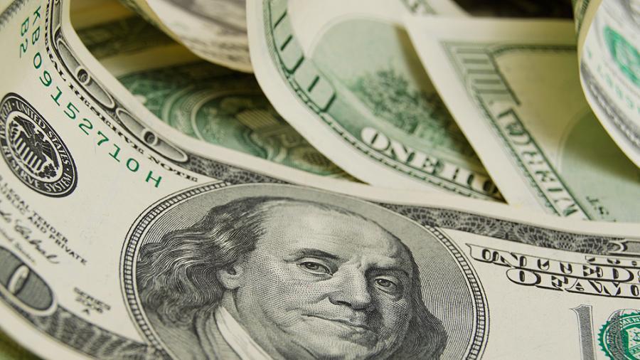 El dólar cerró a $63,09 contenido por compras oficiales