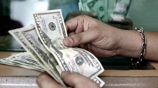 El dólar cerró en $43,289 y en la semana bajó 3,71%