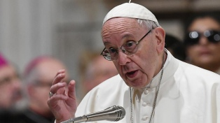 """El Papa pide a los jóvenes liberarse de """"la dependencia"""" de los celulares"""