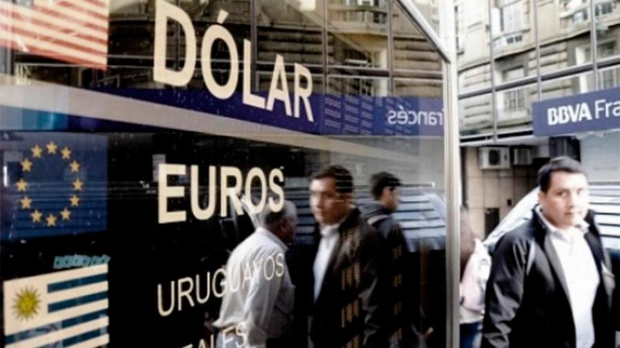 El dólar cerró a $63,07 y en la semana ganó 14 centavos