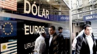 El dólar cerró en $44,075, su valor más bajo en dos meses