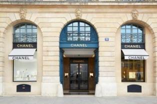 Chanel anunció que deja de usar pieles exóticas en sus accesorios