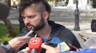 Un diputado pidió perdón por usar una remera con el rostro de un senador asesinado