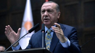 Erdogan recibe a Pence y Pompeo para negociar un posible alto el fuego en Siria
