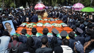 Funeral multitudinario a una semana de la tragedia aérea