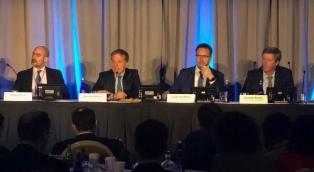 Dujovne y Sandleris expusieron ante más de 400 inversores en Washington