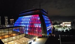 El CCK con los colores de Francia en solidaridad por el incendio de Notre Dame