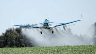 El gobierno extenderá la suspensión de la norma que permite fumigar con agrotóxicos