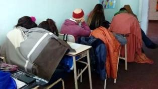 Suteba denuncia falta de calefacción en escuelas, mientras el gobierno destaca obras