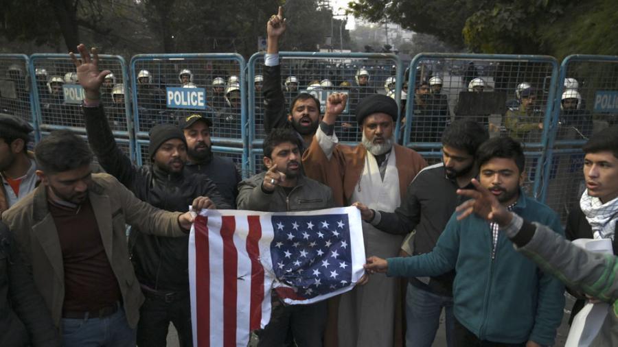 El parlamentó aprobó la expulsión de tropas extranjeras y EE.UU. suspendió su apoyo militar