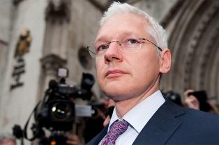 "Assange: ""Snowden va camino a Ecuador por una ruta segura"""