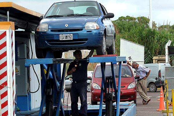 Tomarán la temperatura a quienes realicen la revisión técnica obligatoria del automotor
