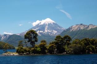 Reconocimiento a rescatistas del turista herido en el volcán Lanín