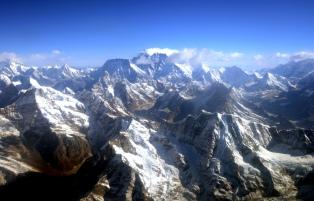Un alud en el Everest dejó al menos 12 sherpas muertos
