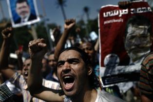 Egipto condenó a muerte a 183 Hermanos Musulmanes y fijó fecha para el juicio a Mohamed Mursi