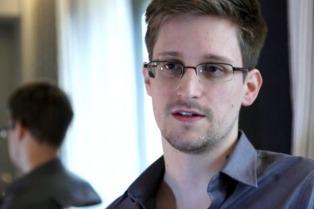 """El ex fiscal general de EEUU dijo que Snowden brindó """"un servicio público"""""""