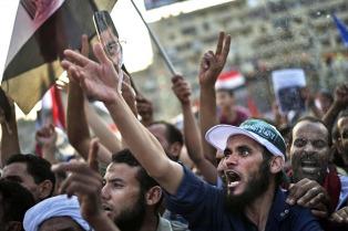 El gobierno de facto egipcio acusó La Hermandad Musulmana, que apoya a Mursi, de crear un brazo armado