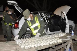 Incautan 19 kilos de cocaína en el tanque de nafta de un auto en Salta