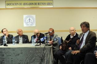 Reconocen a víctimas del franquismo el derecho a querellar ante la justicia argentina