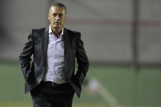 Alfaro puso su renuncia a disposición de la dirigencia y los directivos bajaron el tono