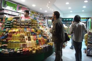 Los kioskeros celebran que las farmacias sólo puedan vender remedios