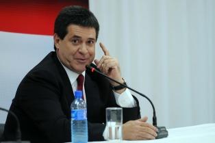 """Cartes prometió que dejará """"un país ordenado"""" a su sucesor Abdo Benítez"""