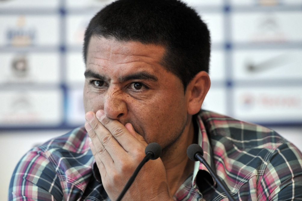 Juan Román Riquelme, vicepresidente segundo de Boca Juniors, fue citado para mañana a una indagatoria en la que deberá declarar ante la justicia por la presencia de su hijo Agustín en un palco de La Bombonera